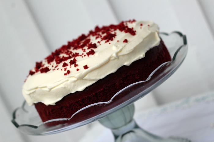 how to get red velvet cake red