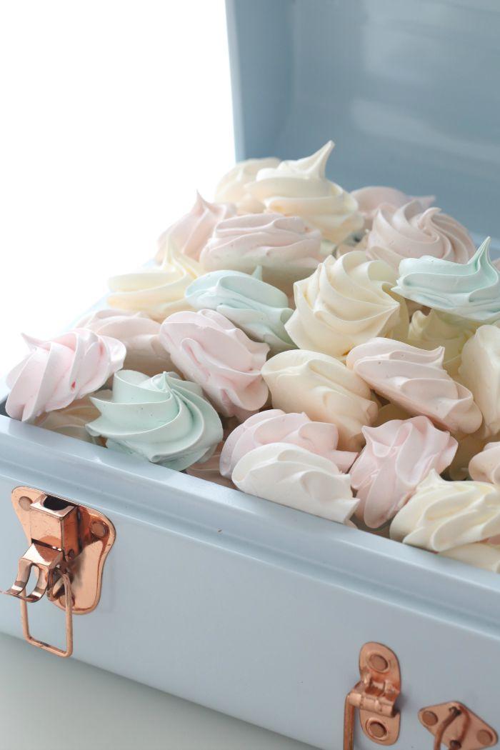 1-meringues-kisses