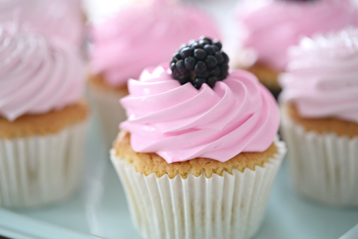 how to make 6 vanilla cupcakes