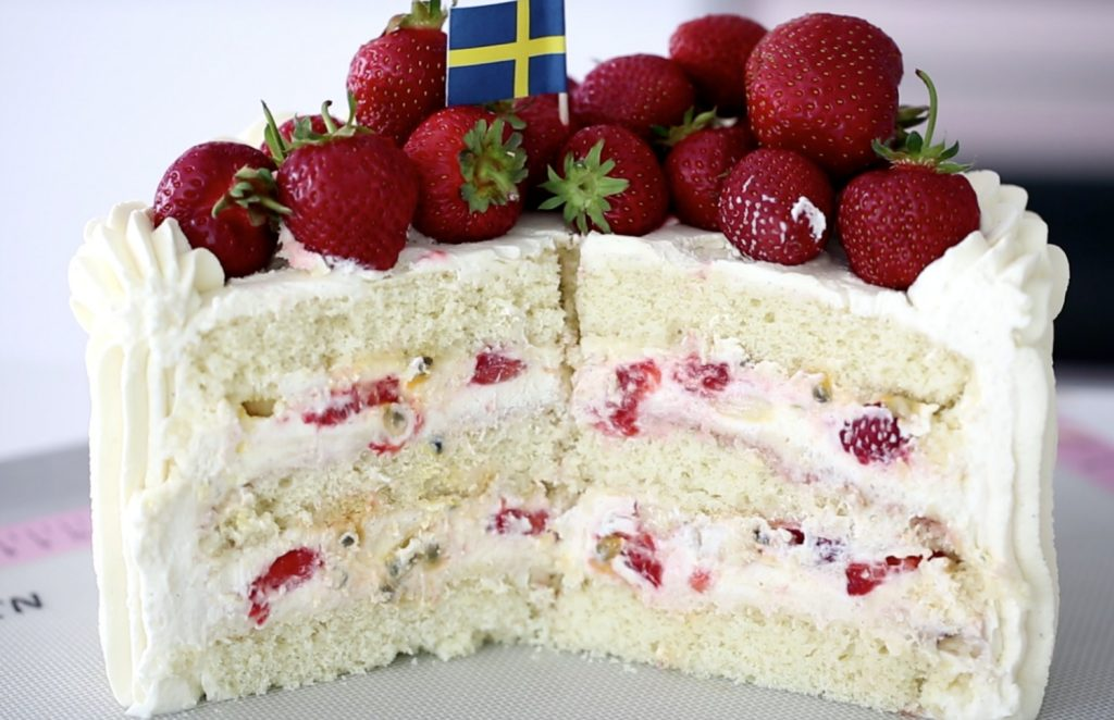 Swedish Strawberry Sponge Cake